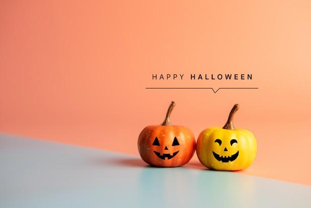 Mensagem de feliz dia das bruxas, abóbora em fundo de papel pastel.