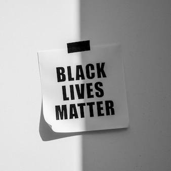 Mensagem de movimento da matéria de vidas negras na parede com sombra