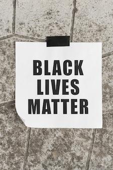 Mensagem de movimento da matéria de vidas negras na parede de concreto