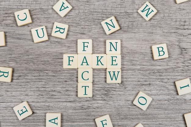 Mensagem de notícias falsas da vista superior
