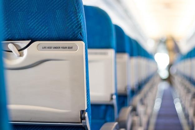 Mensagem de segurança nos assentos do passageiro do avião