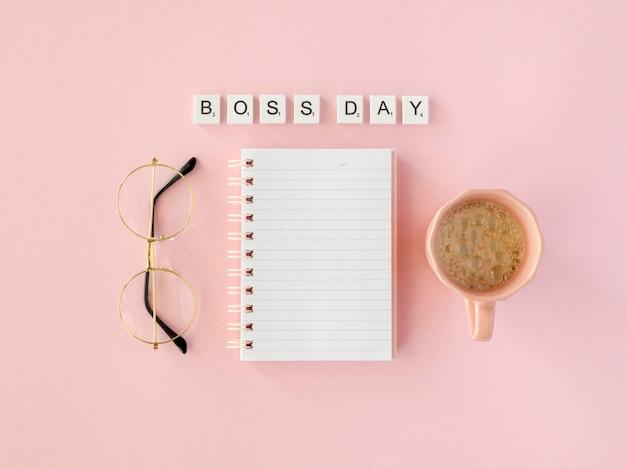 Mensagem do scrabble para o dia do chefe