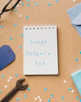 Mensagem feliz do dia dos pais no caderno
