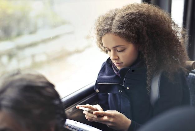 Mensagens de texto a caminho da escola