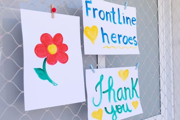 Mensagens positivas para heróis da linha de frente que trabalham durante a quarentena de coronavírus (covid-19).