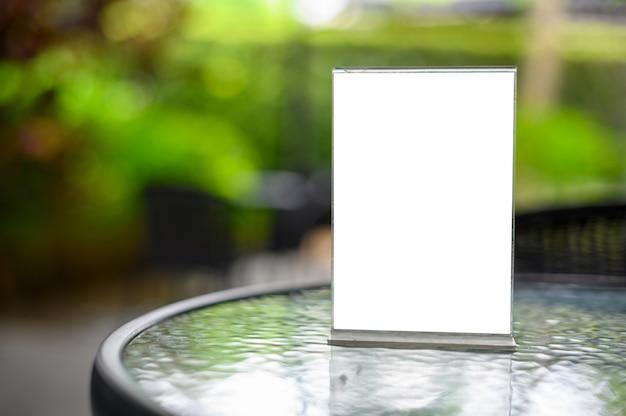 Menu na mesa de cristal