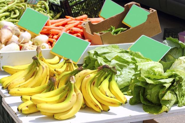 Mercado banana pimenta alface nabo