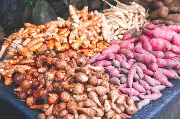 Mercado de frutas e legumes hilltribe