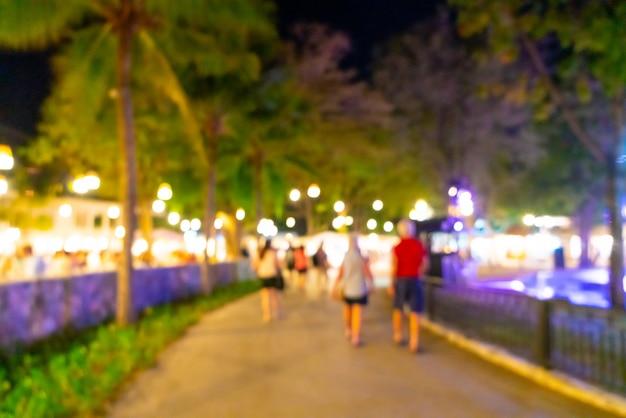 Mercado de rua noturno