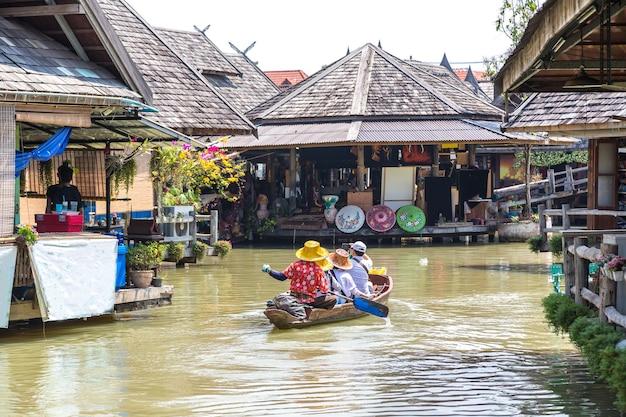 Mercado flutuante em pattaya, tailândia