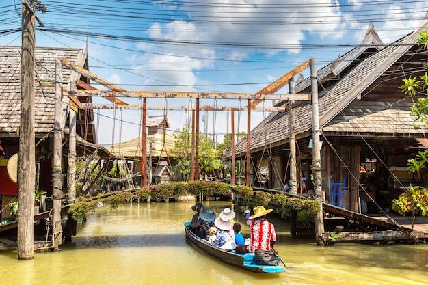 Mercado flutuante em pattaya