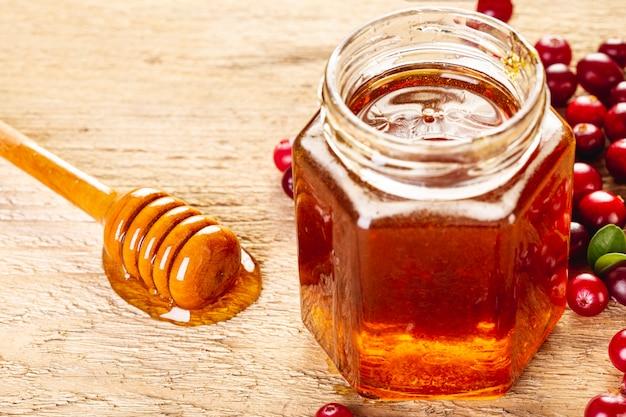 Mergulhador de alto ângulo em pote de mel
