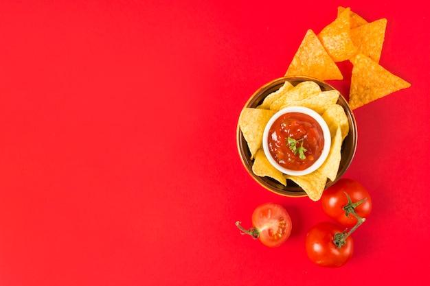 Mergulhando nacho chips