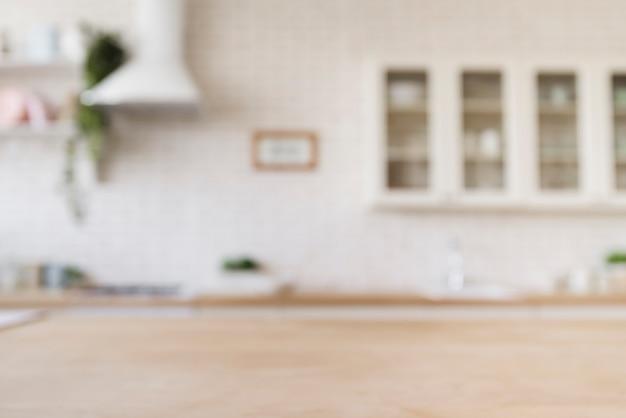 Mesa com cozinha moderna brilhante no fundo