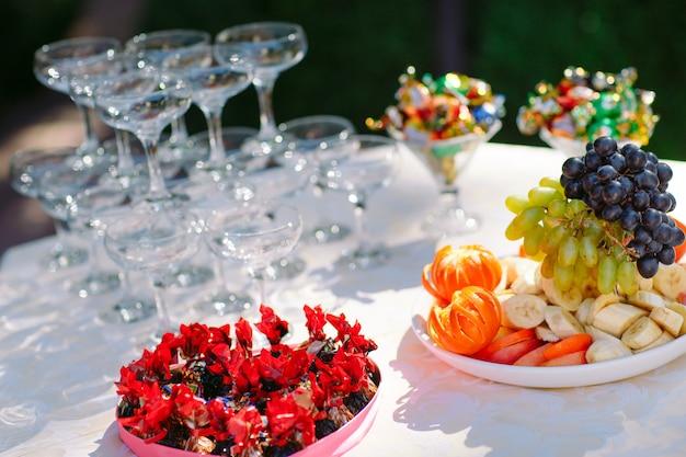 Mesa de buffet de casamento