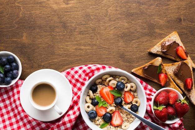 Mesa de café da manhã plana leiga com copyspace