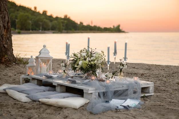 Mesa de casamento na praia
