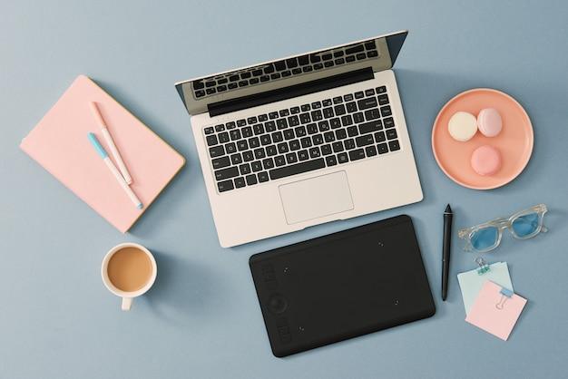 Mesa de designer profissional criativo vista de cima