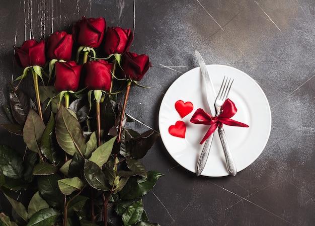 Mesa de dia dos namorados definindo jantar romântico casar comigo casamento noivado
