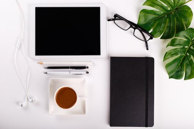 Mesa de escritório moderna branca
