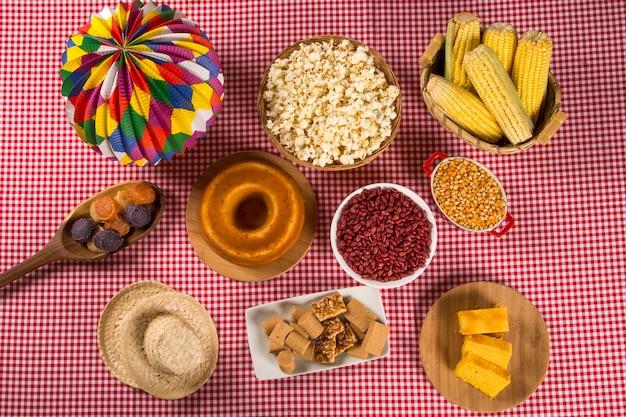 Mesa de festa brasileira junina
