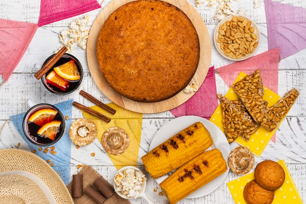 Mesa de festa junina brasileira