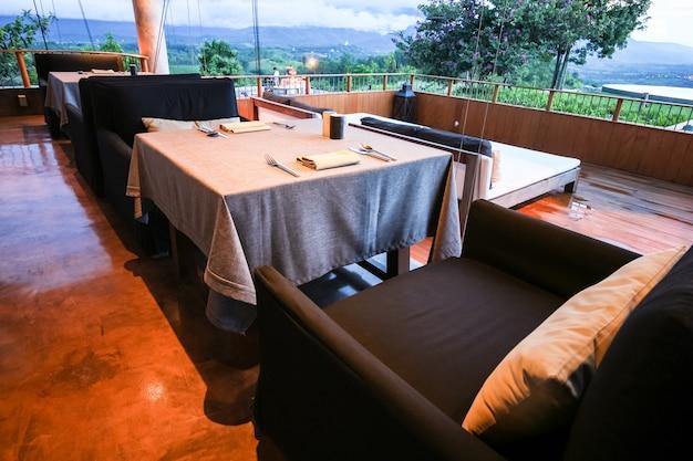 Mesa de jantar clássica e luxuosa
