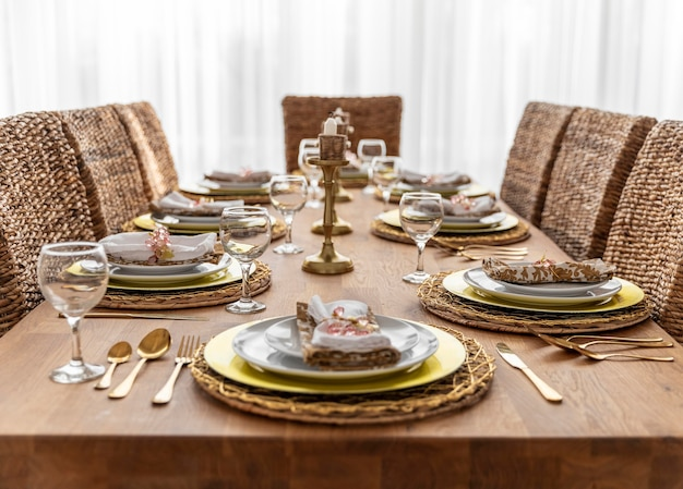 Mesa de jantar com pratos