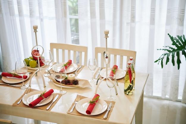 Mesa de jantar decorada para o natal