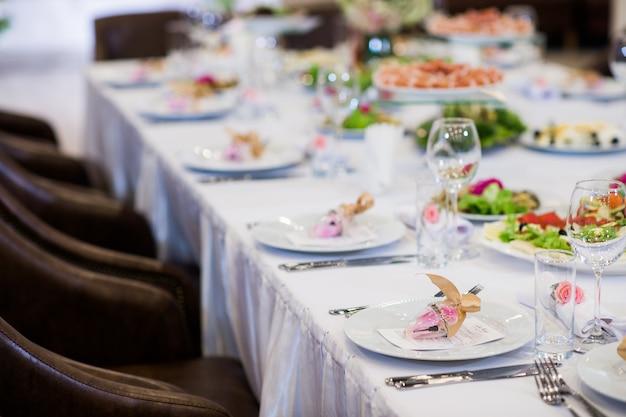 Mesa de jantar elegante no restaurante
