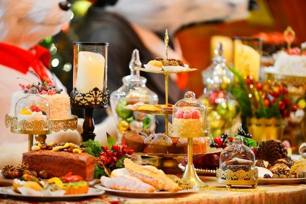Mesa de jantar setting.christmas, decorações do feriado. celebração de ano novo