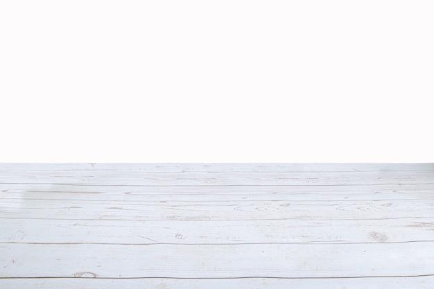 Mesa de madeira clara vazia isolada em fundo branco deixe espaço para colocar seu fundo pode ser usado para exibir ou montar uma maquete de seus produtos