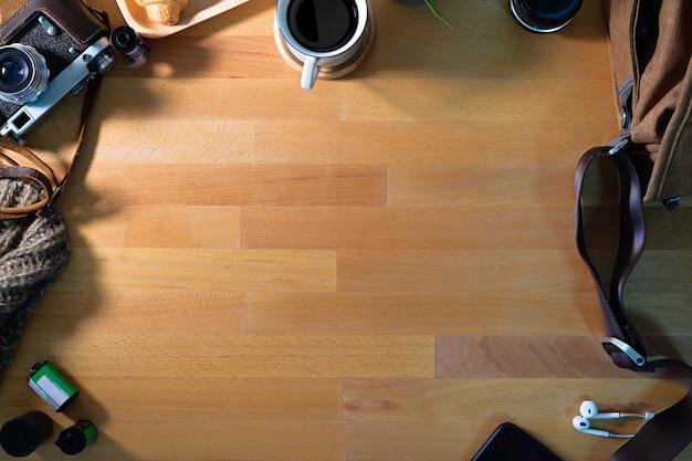 Mesa de madeira de espaço de trabalho do fotógrafo e cópia espaço