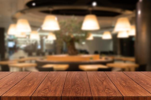 Mesa de madeira do restaurante moderno