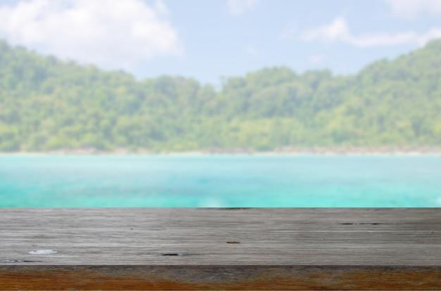 Mesa de madeira mar e praia