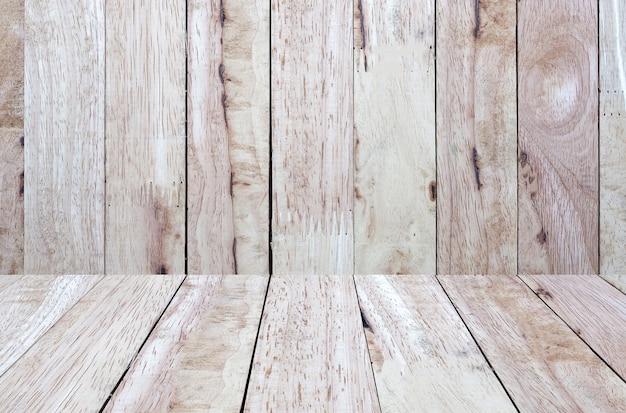 Mesa de madeira marrom vintage vazia com tampo da parede de madeira. para montagem do seu design de produto