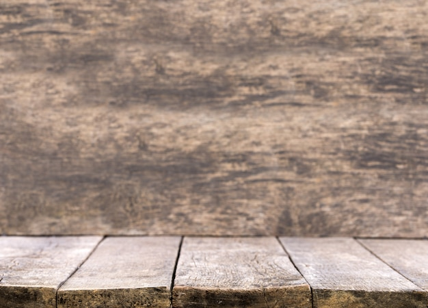 Mesa de madeira para apresentação do produto