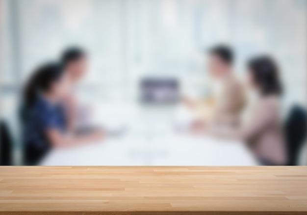 Mesa de madeira vazia com fundo de consulta de negócios