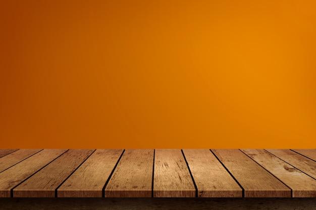 Mesa de madeira vazia de halloween em fundo laranja