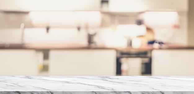 Mesa de mármore branca vazia vista superior com cozinha em casa turva