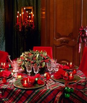 Mesa de natal elegante e luxuosa