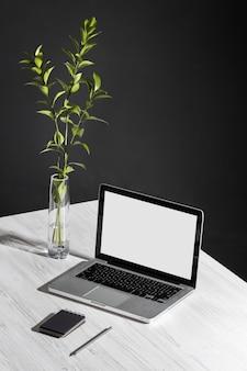 Mesa de negócios minimalista de alto ângulo