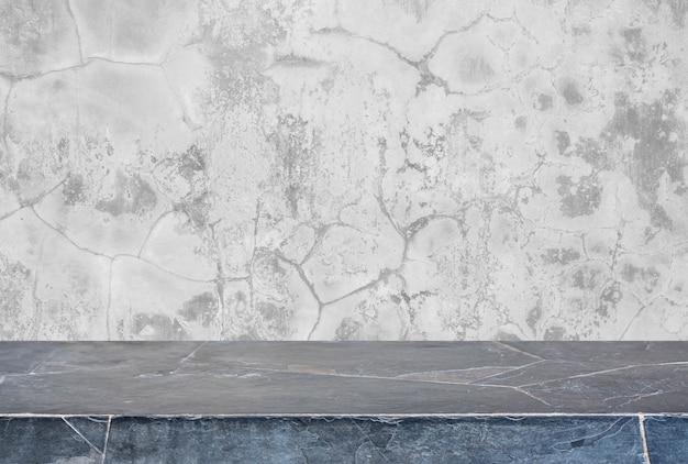 Mesa de pedra e fundo de parede de concreto antigo cinzento - pode ser usada para exibir ou montar seus produtos.