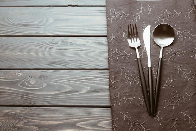 Mesa de restaurante com talheres