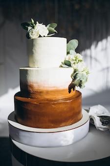 Mesa de sobremesa decorada casamento em um restaurante