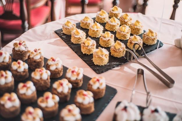 Mesa de sobremesa para banquete de casamento