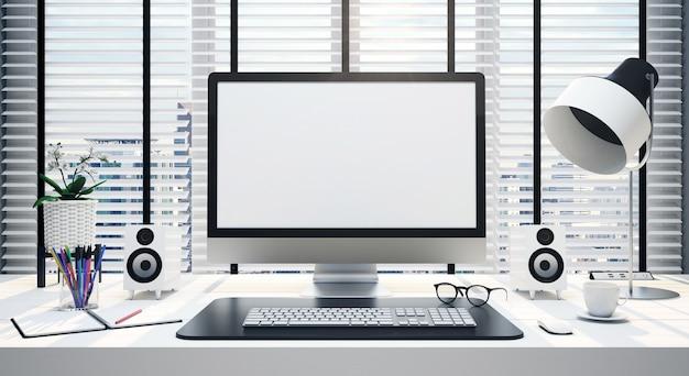 Mesa de trabalho com tela de computador em branco em um escritório
