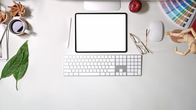Mesa de trabalho de designer de gráficos elegante vista superior