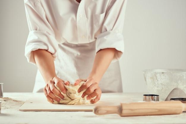 Mesa de trabalho de massa cozinha ingredientes de cozinha massa pizza