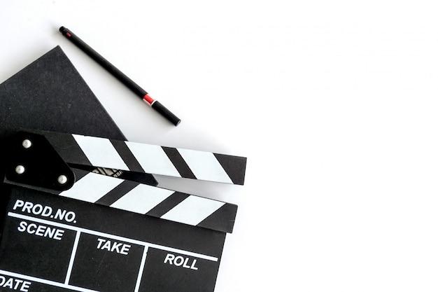 Mesa do diretor de cinema com foco suave e sobre a luz no fundo. tiro de vista superior